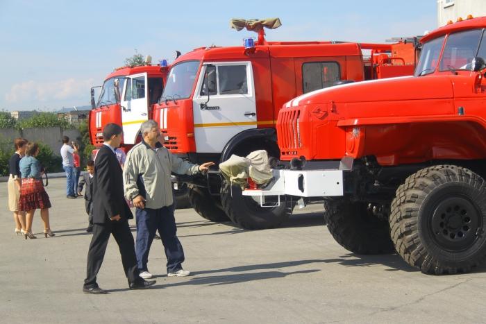 День знаний с пожарными машинами